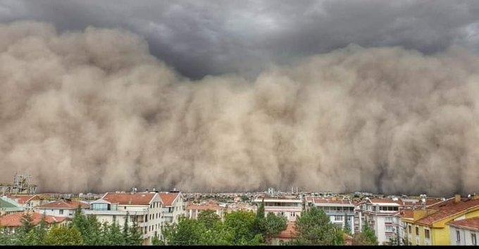 Ankara Polatlı'yı Esrarengiz Toz Bulutu Sardı, İlçeyi Kaplayan Toz Bulutu Nedeniyle Adeta Gündüz Geceye Döndü