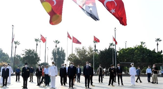 Seçer, Gaziler Günü'nde Atatürk Anıtı'na Çelenk Sundu