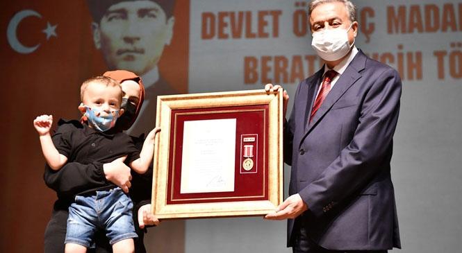 Şehit Aileleri ve Gazilere Devlet Övünç Madalyası ve Beratları Tevdi Edildi
