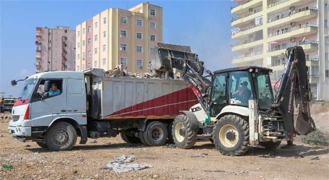 Erdemli Belediyesi Moloz Temizliğine Devam Ediyor