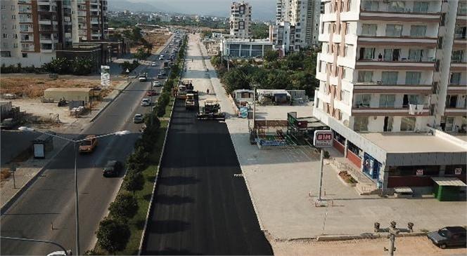 Mersin Büyükşehir, Vatan Caddesi'nin Hem Altyapısını Hem de Üst Yapısını Yeniledi