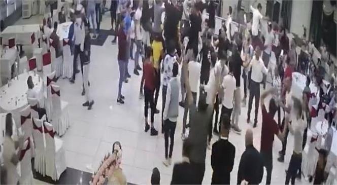 Mersin Tarsus'ta Bir Düğün Salonunda Oyun Oynayanlara Emniyetin Yaptığı Denetimde Ceza Yağdı