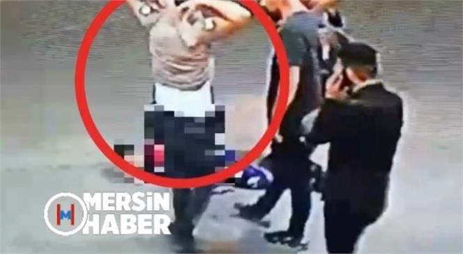 Mersin'de Bıçaklı Saldırı, Dehşet Anları Kamerada! Saldırıda Yaralanan ve Kan Kaybeden Adama Bekçiden Resmi Kıyafetle Tampon