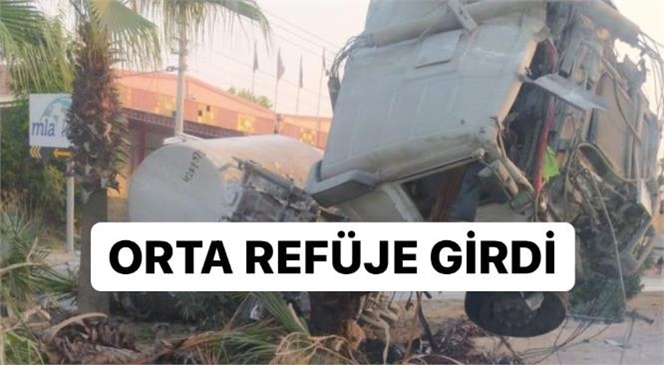 Mersin'de Sabaha Karşı Feci Kaza! Kamyon Orta Refüje Girdi