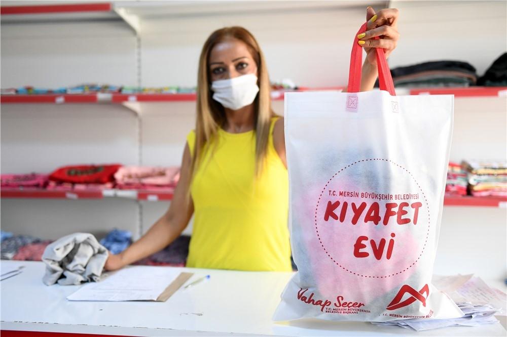 Dar Gelirlilere ''Kıyafet Evi'' İle Yardım Elini Uzatmaya Devam Eden Mersin Büyükşehir Belediyesi'nin ''Kıyafet Evi'' 1500 Aileye Ulaştı!