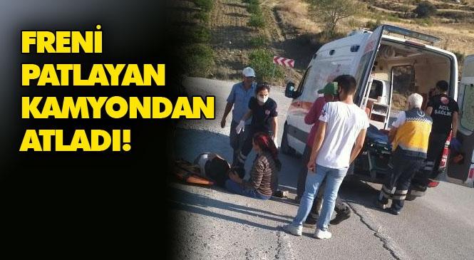 Mersin Akdeniz Cerit(Iğdır)'de Freni Patlayan Hafriyat Kamyonu Son Anda Kamyonete Çarpmadan Devrildi