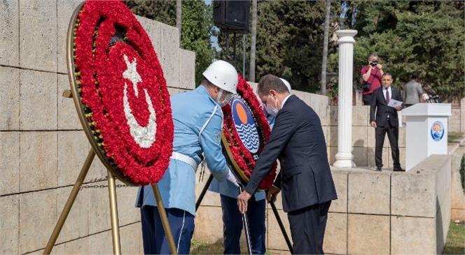 Başkan Seçer, Cumhuriyet Bayramı Kutlamaları Kapsamında Atatürk Anıtı'na Çelenk Bıraktı