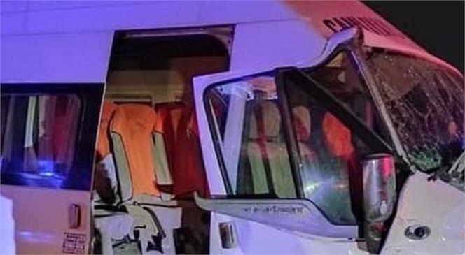Mersin Tarsus - Çamlıyayla Yolunda Kaza: Yolcu Minübüsü Traktöre Çarptı Biri Ağır 8 Yaralı