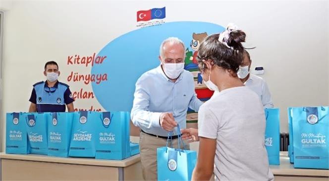 Akdeniz Belediye Başkanı Gültak'tan Öğrencilere Kırtasiye Desteği