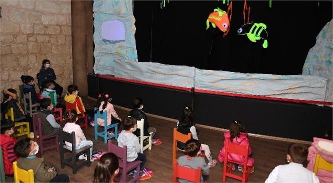 Mersin'de Yeni Sezonun İlk Çocuk Oyunu: 'küçük Kara Balık'