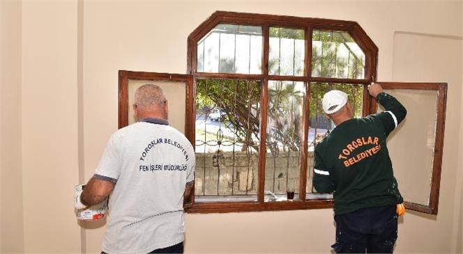 Kurdali Mahallesi'nde Yanan Evi Toroslar Belediyesi Onardı
