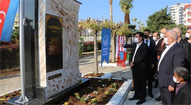 """""""Azerbaycan'a Anıt Heykel Yaptı, Gözyaşlarını Tutamadı"""""""