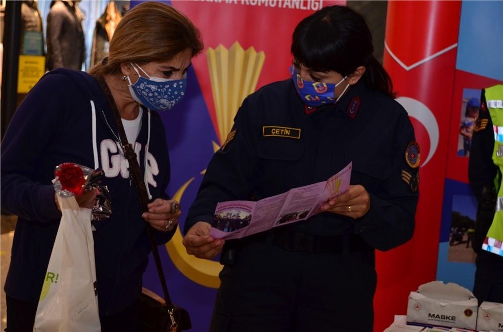 Mersin Jandarması Kadına Yönelik Şiddete Karşı Uluslar Arası Mücadele Gününde Stant Açtı