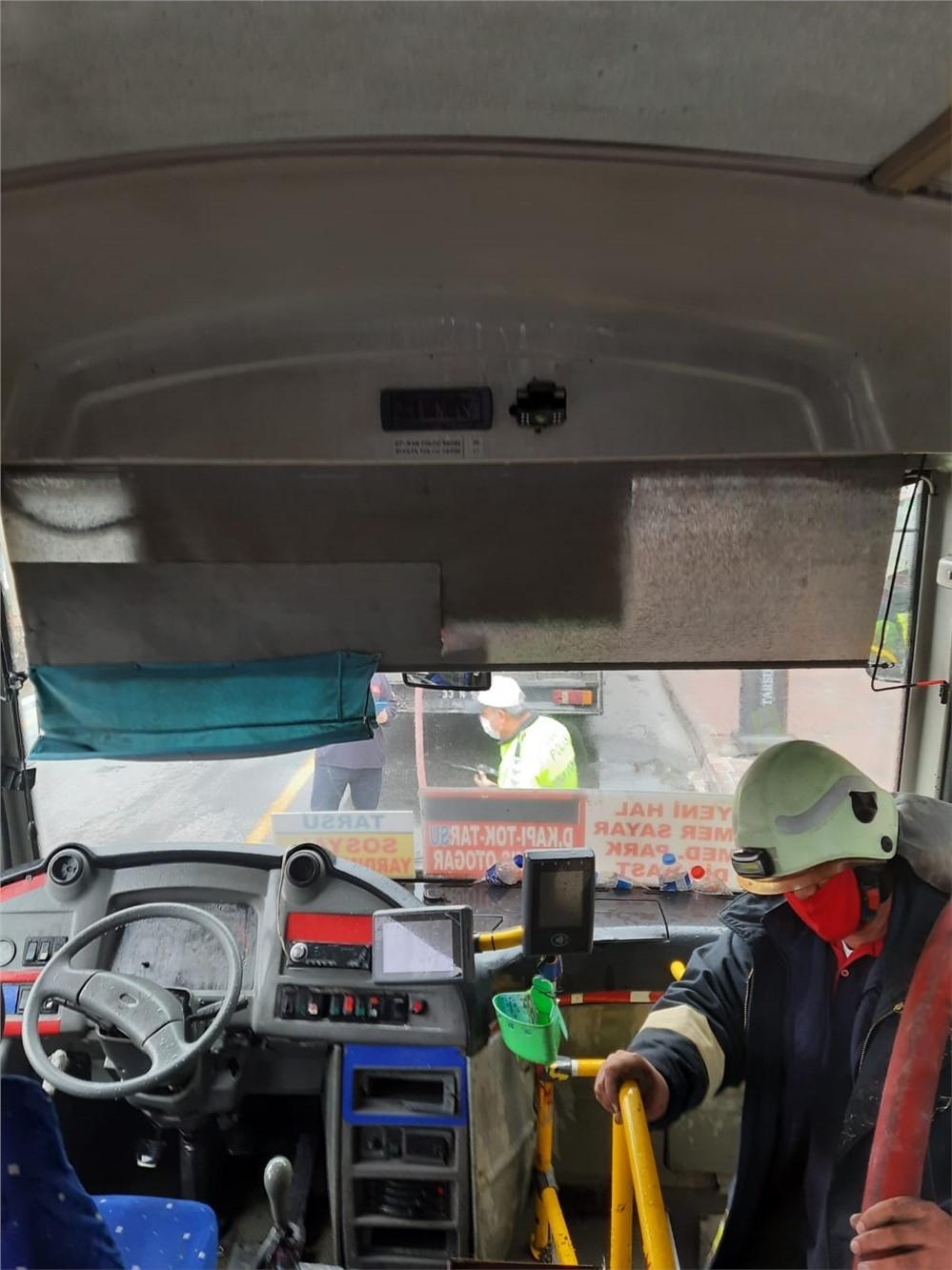 Mersin'in Tarsus İlçesinde Şehir İçi Yolcu Taşımacılığı Yapan Halk Otobüsü Seyir Halindeyken Yanmaya Başladı