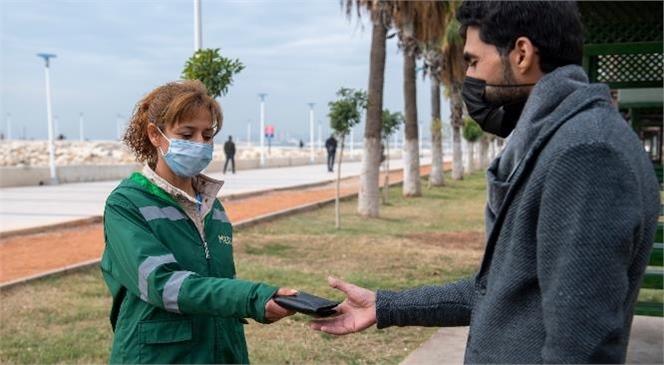 Mersin Büyükşehir Personelinden Örnek Davranış: İçinde 20 Bin TL Olan Cüzdanı Sahibine Teslim Etti