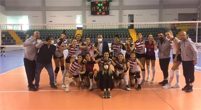2. Lig'de Mücadele Eden Kadınlar Voleybol Takımı Maçları Galibiyetle Taçlandırıyor