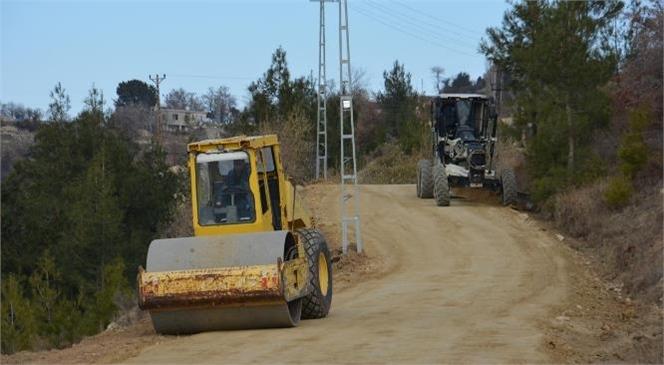 Gülnar Belediyesi Yol Bakım Onarım Çalışmalarına Devam Ediyor