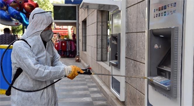 Ekipler, Duraklardan Bankalara Kadar Her Alanı Dezenfekte Ediyor