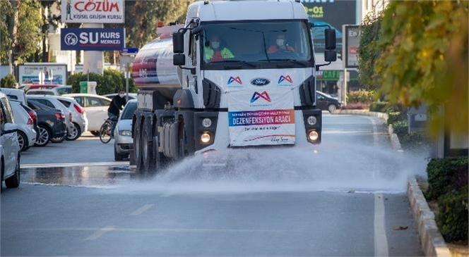Büyükşehir, Cadde ve Sokakları Dezenfekte Etmeye Devam Ediyor