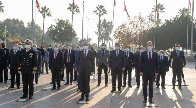 Mersin'in İşgalden Kurtuluşunun Yıl Dönümü Kutlandı! Başkan Seçer, 3 Ocak Dolayısıyla Atatürk Anıtı'na Çelenk Sundu