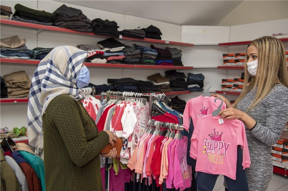 Mersin'de Dar Gelirli Ailelerin Faydalanması İçin Hayata Geçirilen Kıyafet Evi İle Çocukların Yüzleri Gülmeye Devam Ediyor