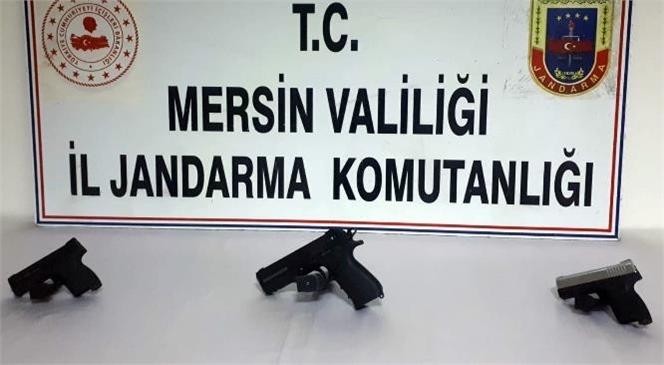Mersin Tarsus'ta Jandarma Ekipleri Ruhsatsız Silah Satmak İsteyenler Yakaladı