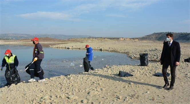 Araç Lastikleri Bile Çıktı! Kuraklık Nedeniyle Su Seviyesi Düşen Berdan Barajı'nda Kapsamlı Temizlik