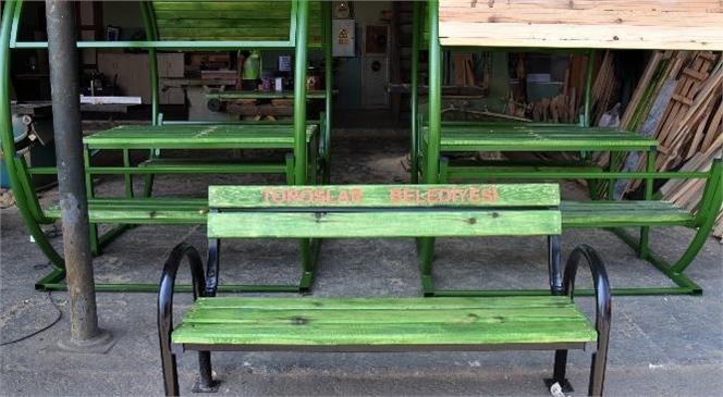 Toroslar Belediyesi, İlçenin Dört Bir Yanında Gerçekleştirdiği Peyzaj Düzenlemelerinde Kullandığı Kent Mobilyalarının İmalatına Devam Ediyor