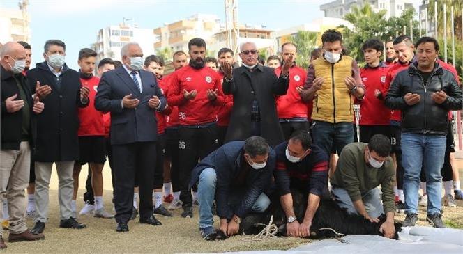 """Mersin Erdemli'de """"Futbolcular Kurban Kestiler, Virüssüz Sezon İçin Dua Ettiler"""""""