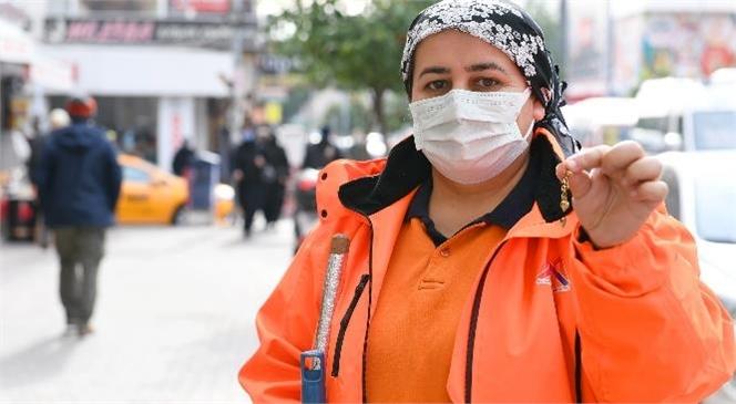 Fatma Altungül Yerde Bulduğu Küpeyi Karakola Teslim Etti