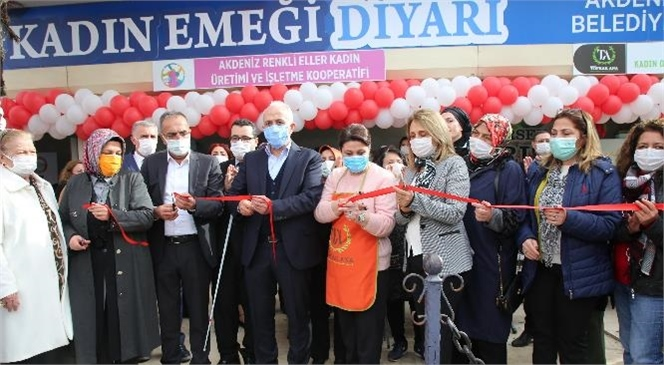 Akdeniz Belediye Başkanı Gültak'tan Kadın Emeği Diyarı'na Ziyaret