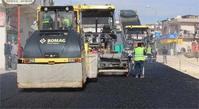 Mersin'de Ekipler, Caddeye 5 Bin Ton Asfalt Döktü, 15 Bin Ton Daha Sıcak Asfalt Dökülecek