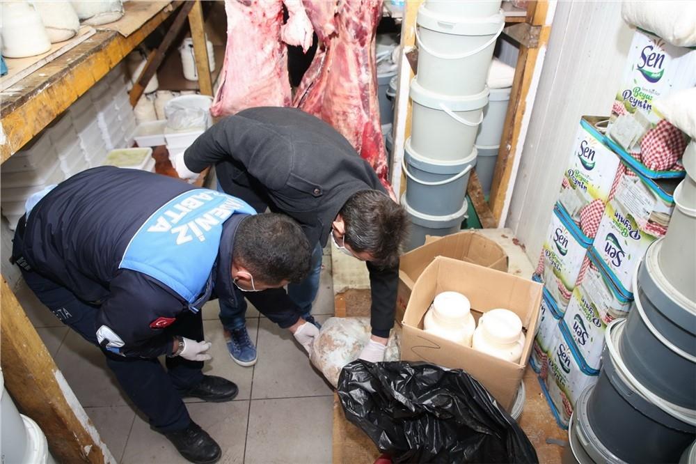 Mersin Akdeniz Nusratiye'de Faaliyet Gösteren Bir İşyerinde, Kilolarca Kokmuş ve Bozulmuş Et, Sucuk, Kıyma, Peynir ve Salça Ele Geçirdi