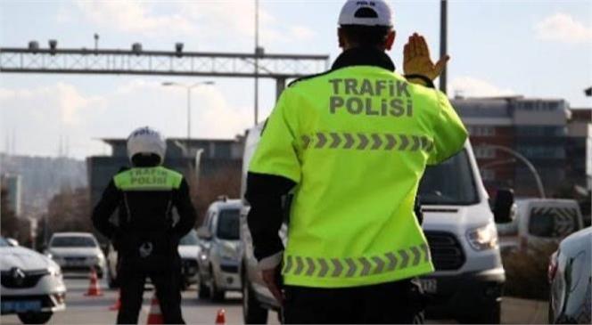 Mersin'de Ehliyettine 2054 Yılına Kadar El Konulan Minibüs Şoförü Başkasına Ait Sürücü Belgesi İle Yakalandı