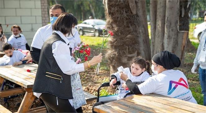 """Mersin'de Angelman Sendromlu Çocuklar İçin Özel Bir Gün! Mersin Büyükşehir, Angelman Sendromlulara """"Yalnız Değilsiniz!"""" Diyor"""