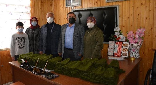 Gülnarlı Kadınlar Tarafından Örülen Bereler Operasyon Bölgesindeki Askerlere Gönderilmek İçin Hazırlanıyor