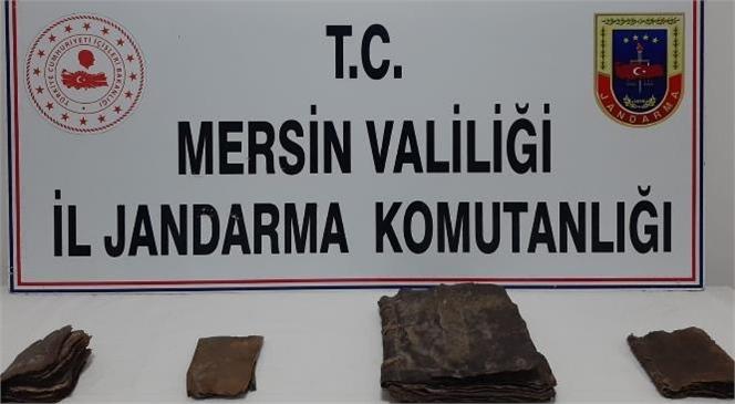 Mersin'de 4 Tane Deri El Yazmalı Kitap Ele Geçirildi