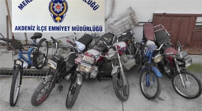 Motosiklet Hırsızları 30 Güvenlik Kamerasın Kayıtlarının İzlenmesi İle Yakalandı