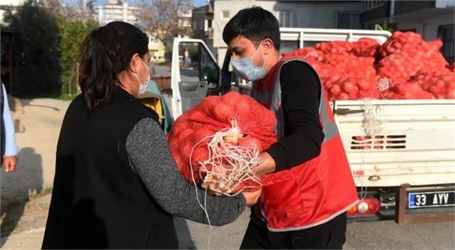 Yenişehir Belediyesi Vatandaşa 150 Ton Soğan Dağıttı