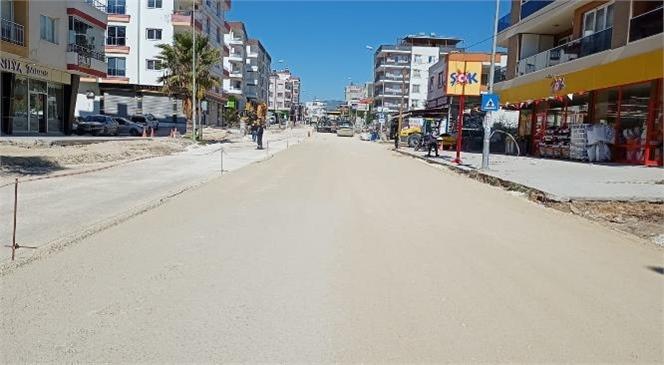 Ekipler, Tarsus Gazipaşa Mahallesi'nde Sıcak Asfalt Çalışması Yaptı