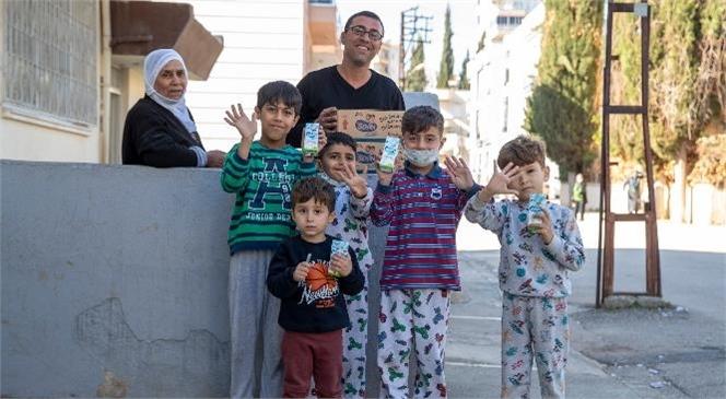 1,5 Milyon Hedefi İçin Sütler Mahalle Mahalle Dağıtılıyor! Mersin Büyükşehir, Minikleri Sütlerinden Mahrum Bırakmıyor