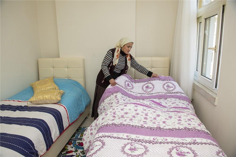 Mersin'de Yangın Mağduru Bir Aileye Daha El Uzatan Mersin Büyükşehir Belediyesinin Evlerini Onardığı Küçükaslan Ailesi, Büyük Mutluluk Yaşadı