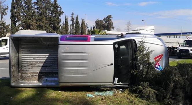Belediye Aracı Kaza Yaptı; 3 Personel Yaralı