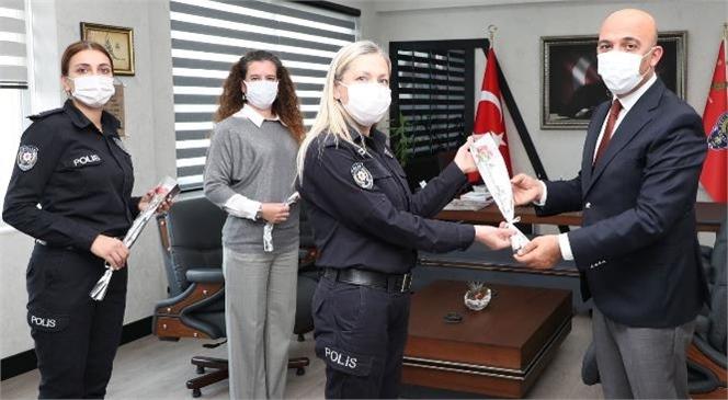 Mehmet Şahne'den Kadın Personellerine Çiçek Takdimi