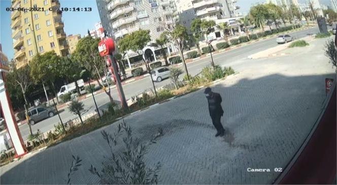 Mersin'de Bankamatik Önünde Cüzdan Hırsızlığı