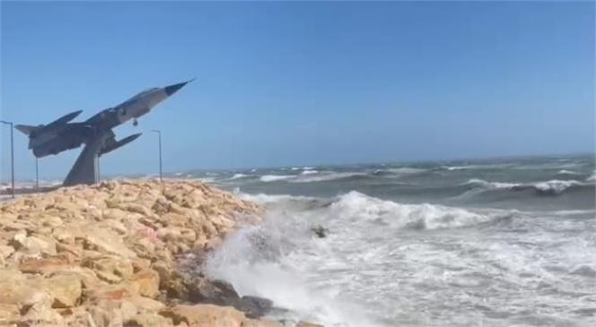 Mersin'de Fırtına Etkili Oluyor