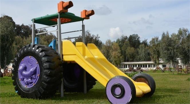 Hurda Malzemelerden Çocuklar İçin Traktör Kaydırak Yapıldı