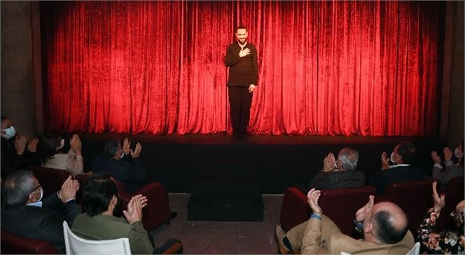 """Büyükşehir Şehir Tiyatrosu, Dünya Tiyatro Günü'nde """"Ölümü Ardında Gezdirenler'' Oyununu Sahneledi"""