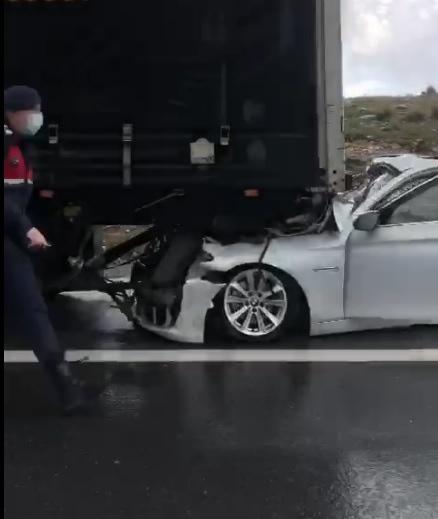 Otoyolda Trafik Kazası 5 Otomobil ve 1 Tır Birbirine Girdi