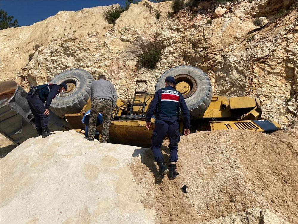 Mersin'de Feci Ölüm, Silifke İlçesinde Devrilen Kepçenin Altında Kalan Cebrail Uçar Hayatını Kaybetti